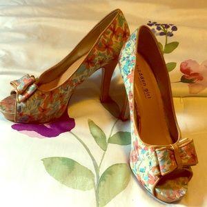 "Size 8 Madden Girl platform heels 5"""